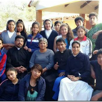 SchülerInnen und LehrerInnen vom Internat San Lorenzo