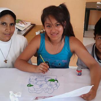 Schwester mit Schülern