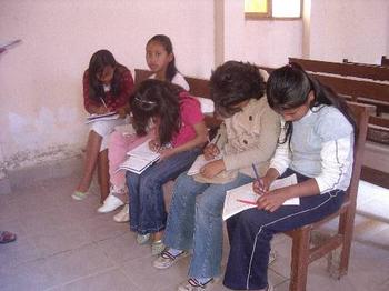 Schulmaterial für Mädcheninternat in Mon