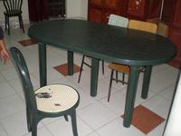Kaputte Stühle und fehlende Tische