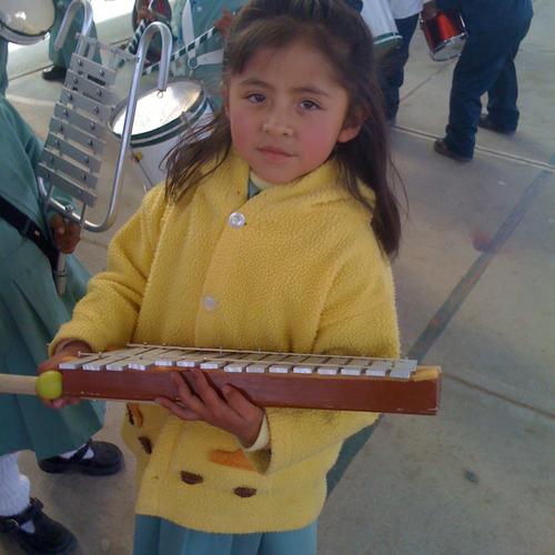 Mädchen mit neuem Instrument