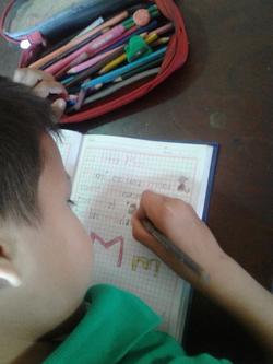 Lernendes Schulkind